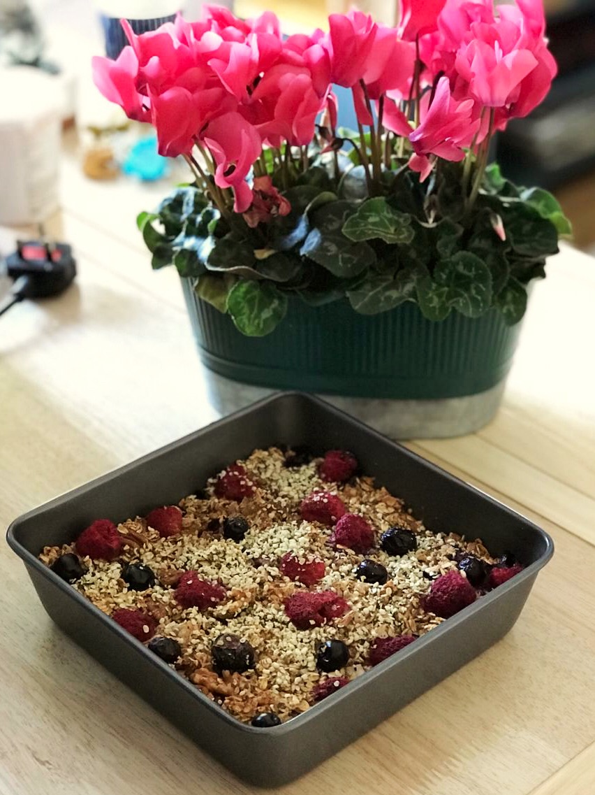 Baked porridge with pink flowers
