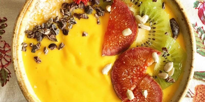 Orange and mango smoothie bowl